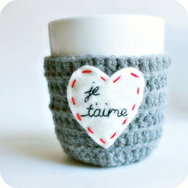Knotwork Shop - Coffee Mug Cozy love heart french Paris red white gray crochet