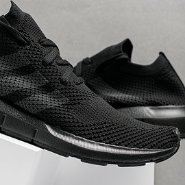 adidas - Swift Run Primeknit - Triple Black
