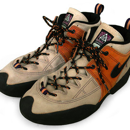 NIKE - AIR LAVA DOME 2000