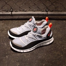 Nike - Free Huarache Light Wolf Grey & Infrared
