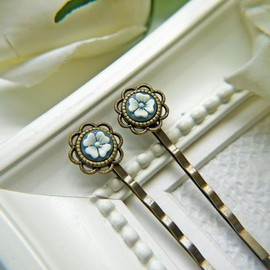 Luulla - Vintage White And Blue Flower Cabochon Hair PIns. Antique Brass Finish Flower Setting Bobby Pins