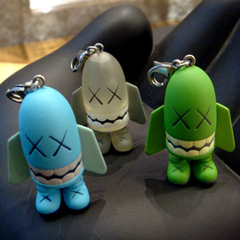 KAWS - BLITZ KEY HOLDER