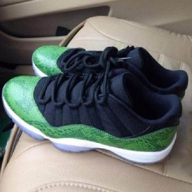 Nike - NIKE AIR JORDAN XI RETRO LOW BLACK/NIGHTSHADE-WHITE-VOLT