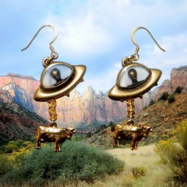 ALIEN ABDUCTION OF COW EARRINGS