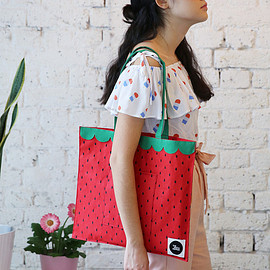 THE WHITEPEPPER - Canvas Shoulder Bag Strawberry Embroidery