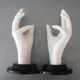 vintage HAND DISPLAY in black and white plastic
