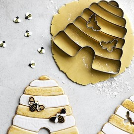 Williams-Sonoma - Giant Beehive Cookie Cutter