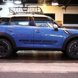 BMW - MINI CROSSOVER (BOND MINI DEMO CAR)