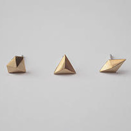 Laboratorium - geometric pyramid posts