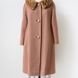 vintage 1960s light brown coat with fur collar