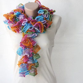 Luulla - Knit frilly scarf rainbow colors