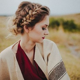 closethorse:chunky braid + messy bun