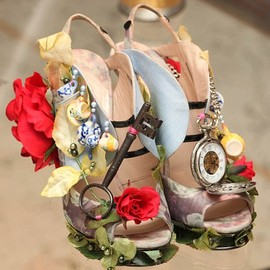 Patent-petal leather sandals