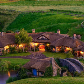 Hobbiton Village, Lord Of The Rings movie location in New Zeland - Hobbiton Village, Lord Of The Rings movie location in New Zeland