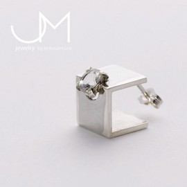 uM - CUBE pierce (single)