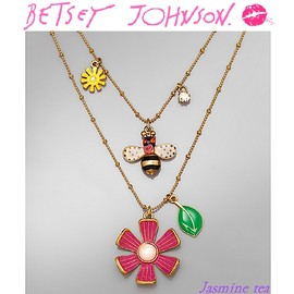 BETSEY JOHNSON - Bee Flower Charm Necklace