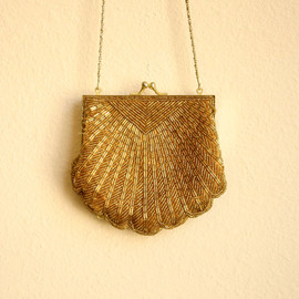 Etsy   caramelizedvintage - 80s goes 50s Beaded Scallop Shell Golden Purse with Chain Strap