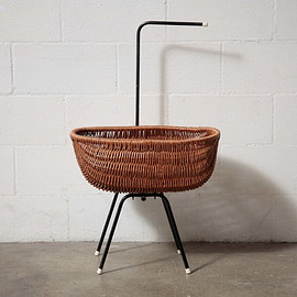 WOVEN RATTAN - BASKET WITH HANDLE