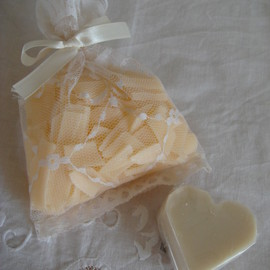 SABON - soap flakes and tulle bag