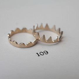 Laboratorium - cut form ring - flower & crown cut