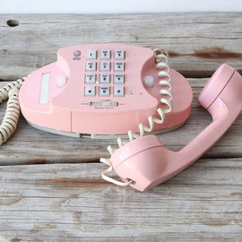 GallivantingGirls - Pink Princess Phone