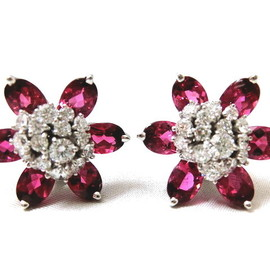 Van Cleef & Arpels - Hawaii flower earrings
