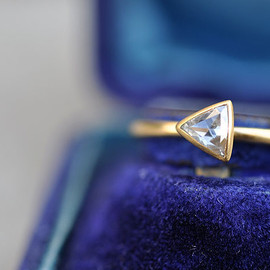 SOURCE - 22kt Gold Engagement Ring / Triangle Rosecut Diamond