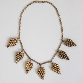 Elegantly lovely vintage 1930s Brass Bacchanal Necklace. #vintage #jewelry #necklaces #grapes