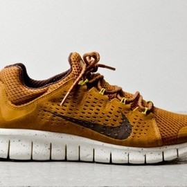 Nike - Nike Free Powerlines + II Coffee Suede