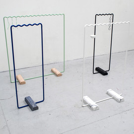 Kyuhyung Cho - Wave-shaped clothes rails keep items evenly spaced