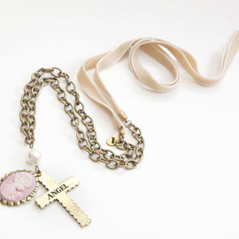 AMO - ANGEL PROOF neckless