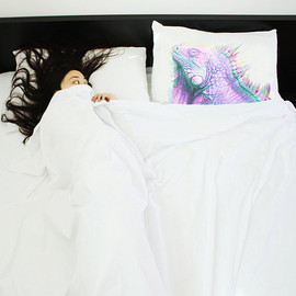 i3Lab - The Animal Mask pillowcase, METAMORPHOSIS ( sleeping iguana )