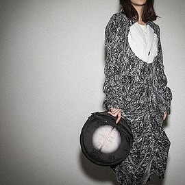 ANREALAGE, POTER COLLABOLATION - LIGHT PRINT CIRCLE DOCUMENT CASE (クラッチバッグ)|ブラック×ホワイト