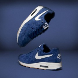Nike - Nike Sportswear Perf Pack Nike Air Max Light