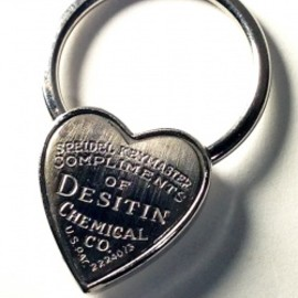 "アメリカンアンティーク - 1940's "" ♡ Heart Shaped"" Advertising Key Ring"