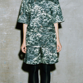 HYKE - CAMO BIG T-SHIRT & HALF PANTS