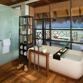 spectacular luxury Four Seasons bathrooms