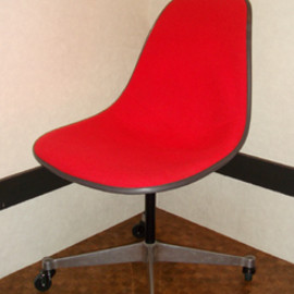 Herman Miller - Eames Shell Side Chair Casterbase_Used