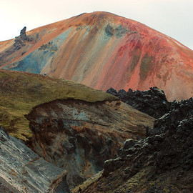 who-:Photographs of Icelandic volcanoes by Marcel Musil