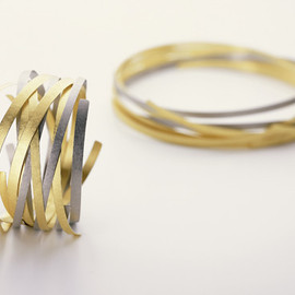 Ulla and Martin Kaufmann - THE NEST BRACELET AND NECK HOOP HAMMERED 750 GOLD