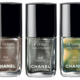 CHANEL - LE VERNIS   QUARTZ, PERIDOT, GRAPHITE  for fall 2011