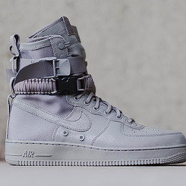 NIKE - Special Field Air Force 1 - Grey?