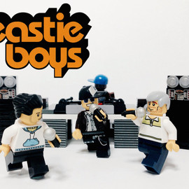 LEGO - 20 Iconic Bands Recreated in LEGO