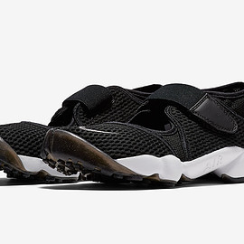NIKE - Air Rift - Black/Black/White?