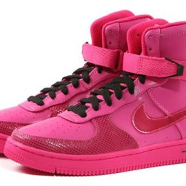 NIKE -  FEATHER HIGH VIVID PINK