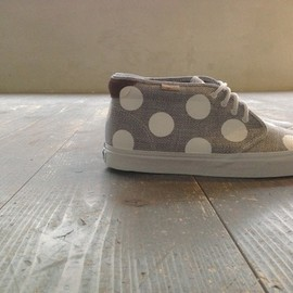 vans chukkaboot,premera sepia, custom dot painted - by chickennot