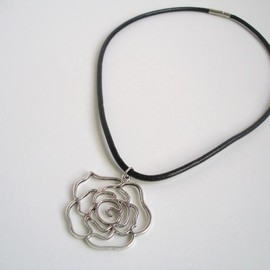Luulla - Rose on Black Leather Necklace