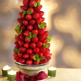 Gorgeous Edible Centerpiece for a Very Berry Holiday