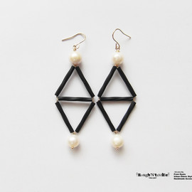 Rough'N'tumble - Black&pearl double triangle pierce