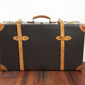 "GLOBE TROTTER - 28"" Suit Case With Wheels"